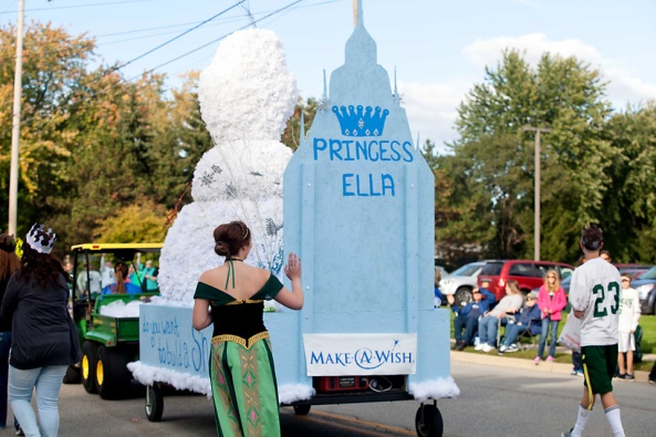 Freshman float in honor of Princess Ella!